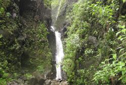 makaleha_falls